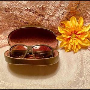 Gucci sunglasses 🕶